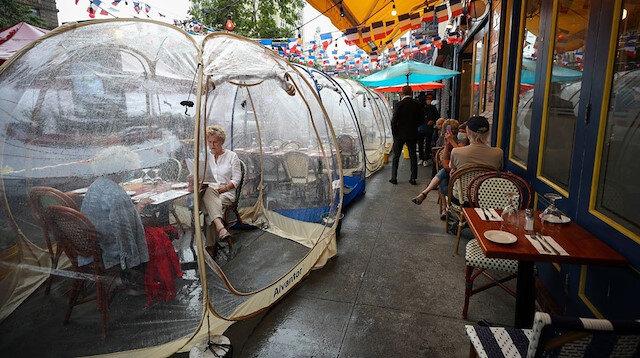 Restoranlarda koronavirüs konsepti: Sosyal mesafe balonları