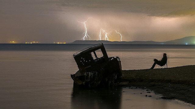 Van Gölü semaları şimşeklerle aydınlandı