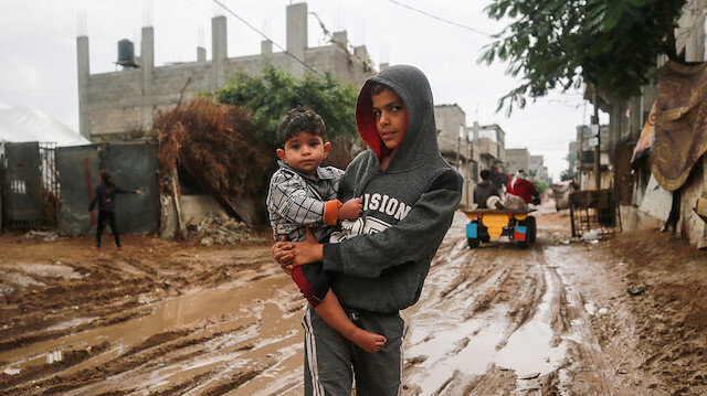 Gazzeli aileler kısıtlı imkanlarla kış mevsimini karşılıyor