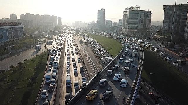 Kısıtlamaya saatler kala İstanbul'da trafik durma noktasına geldi