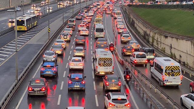 56 saatlik kısıtlama sona erdi: İlk iş günü İstanbul'da trafik yoğunluğu