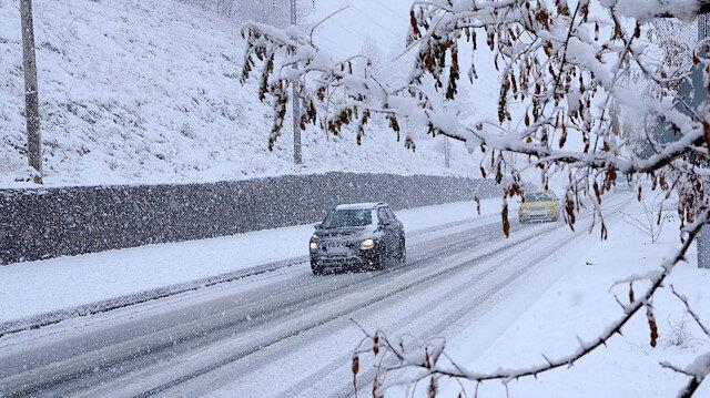 Lapa lapa kar yağdı: Her yer bembeyaz oldu