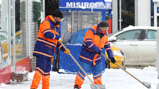 Doğu Anadolu'da kar kentleri beyaza bürüdü