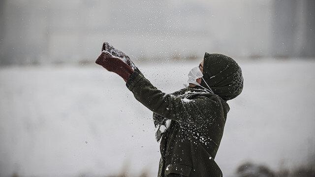 Ankara güne kar ile uyandı