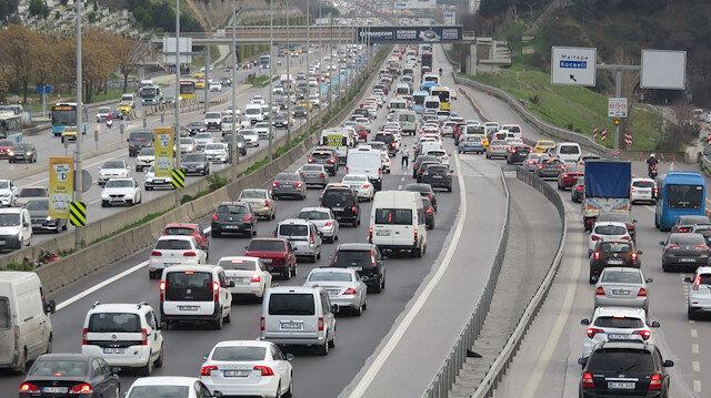 İstanbul'da hafta sonu kısıtlaması öncesi trafik yoğunluğu