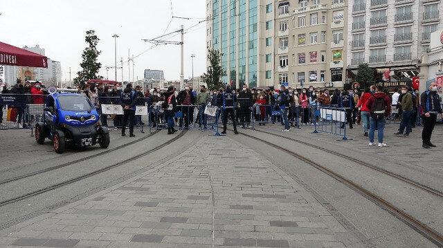 İstiklal Caddesi'nde yoğunluk nedeniyle girişler kapatıldı