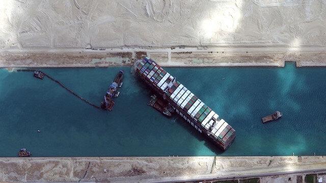Süveyş Kanalı'nı tıkayan Ever Given hareket ettirildi