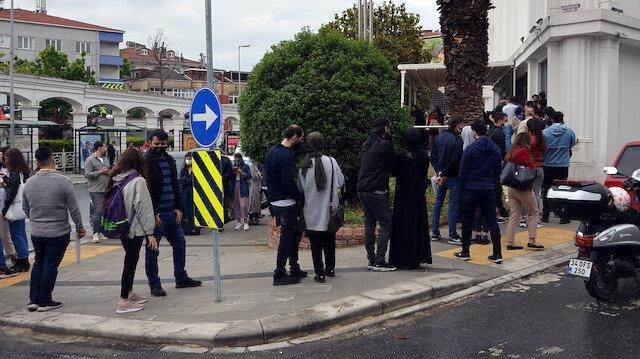 İstanbul'da 'evlilik' kuyruğu: Tarih almak için sabahtan soluğu nikah dairesi önünde aldılar
