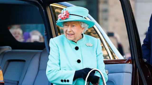 Elizabeth'in çok merak edilen çantasını sizler için görüntüledik 👀 (Kaydırmalı)