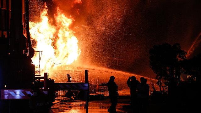 İstanbul'daki sanayi sitesinde çıkan yangın 9 saat sonra söndürüldü