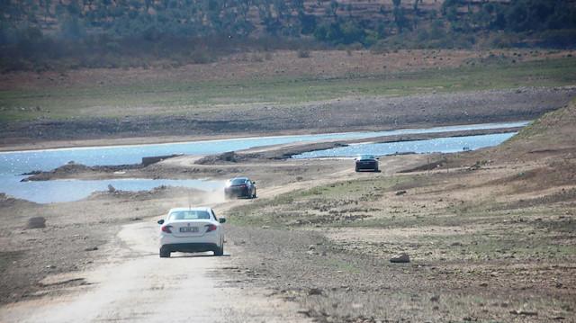 Baraj kurudu, 40 yıl önce su altında kalan Bodrum-İzmir yolu ortaya çıktı
