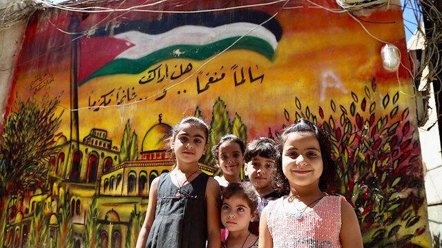 Lübnan'daki Filistin kamplarının duvarlarını Filistinli çocukların hayalleri süslüyor
