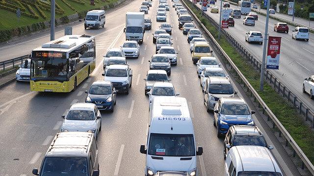 İstanbul'da haftanın ilk iş günü yoğun trafikle başladı