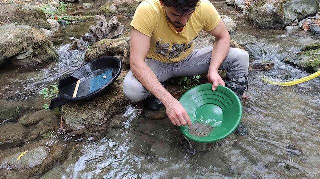 Derelerden kum eleyip servet kazanıyorlar: Gram gram altın avı