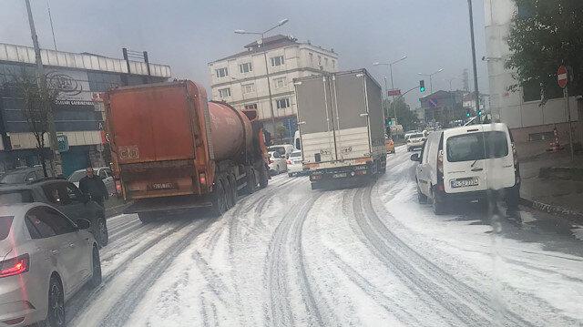 İstanbul'da endişelendiren görüntü: Beyaz örtüyle kaplandı
