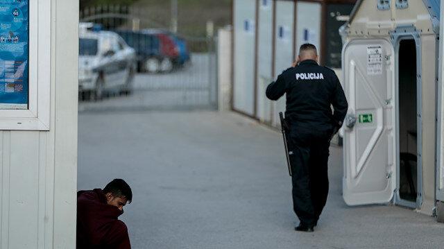 Bosna Hersek'in Hırvatistan sınırında sıkışan çoğunluğu Afgan 400 göçmenin bekleyişi sürüyor