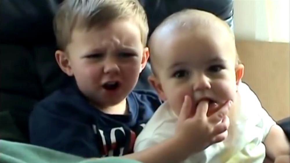 'Charlie bit my finger' kardeşler büyüdü