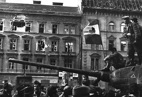 1956 Macar İhtilali: Macarlar Sovyetlere karşı ayaklandı